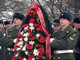 На Площади Победы состоялось возложение венков