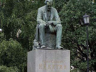 На площади у памятника Никитину будут читать стихи