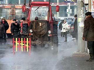 На площади Застава снова прорвало водопроводную трубу