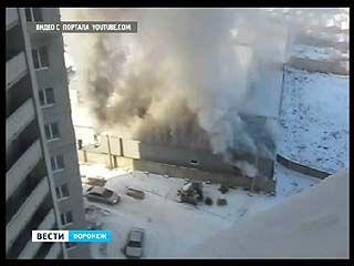 На проспекте Труда произошёл крупный пожар - сгорела автомастерская