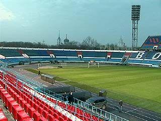 На стадионе Профсоюзов проходят последние приготовления к матчу