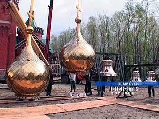 На Свято-Митрофановском храме в Семилуках будет установлено 12 куполов