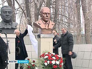 На территории КБХА открыли памятник учёному Александру Конопатову
