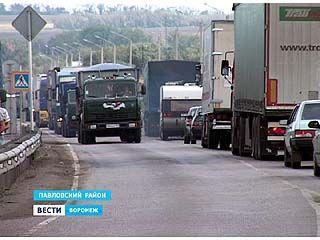 """На трассе """"Дон"""" в районе села Лосево образовалась огромная пробка"""