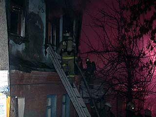 На улице Эртеля загорелся жилой дом старинной постройки