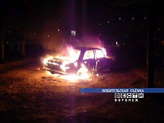 На улице Героев Сибиряков подожгли автомобиль