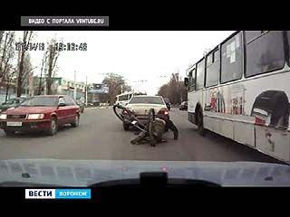На улице Космонавтов велосипедист едва не заснул за рулем