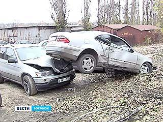 На улице Любы Шевцовой из-за пешехода пострадали сразу 4 машины