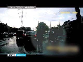 На улице Матросова водитель с пассажиром напали на пешехода