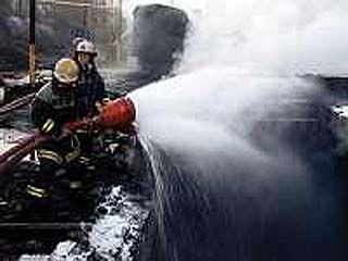 На улице Шендрикова завершено тушение огня