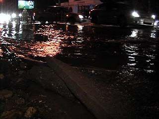На улице Шишкова прорвало водопровод