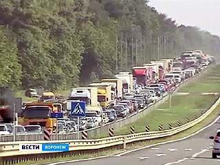 На въезде в Борисоглебск образовалась многокилометровая пробка