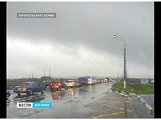 На въезде в Воронеж по Курской трассе образовалась огромная пробка
