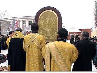 На заводе имени Тельмана состоялось освящение поклонных икон