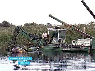 Начались первые работы по расчистке реки Битюг, но уже есть недочёты