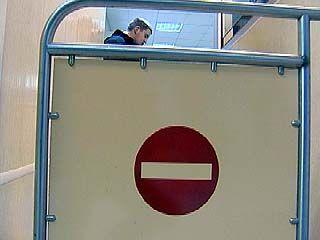 Накануне сезона отпусков служба судебных приставов закрывает границы