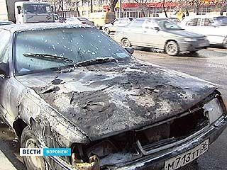 """Напротив остановки """"Проспект Труда"""" загорелся легковой автомобиль"""
