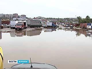 Не особо обильные осадки практически затопили Северный авторынок