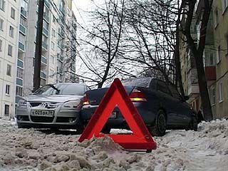 Нечищеная дорога стала причиной сразу двух аварий