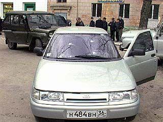 Неизвестные обстреляли ВАЗ-2110, водитель автомобиля ранен