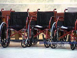Несколько инвалидов Таловского района получили коляски