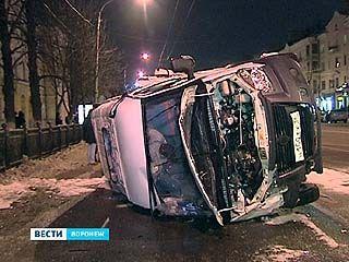 Нежелание уступить дорогу привело к серьезному ДТП в центре Воронежа