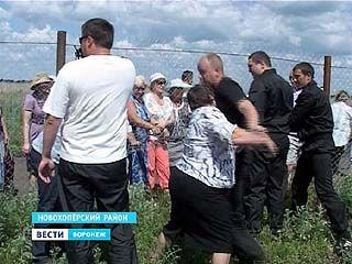 Новохоперцы штурмовали ограждение, чтобы попасть на День открытых дверей