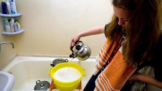 Воронежские чиновники прокомментировали отключение горячей воды на год в многоэтажке