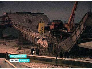 Обрушение моста в Борисоглебске произошло из-за подъемного крана
