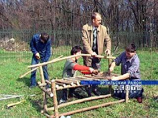 Обустройством территории Соколовской школы занимаются учащиеся