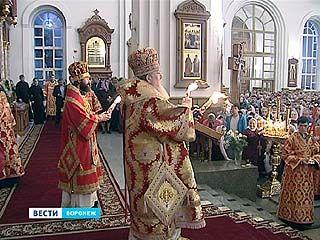 Очередь за Благодатным огнем в Воронеже не иссякала всю ночь
