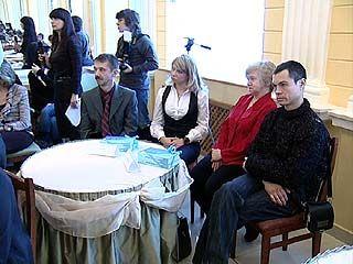 Одиноких пап собрали во дворце бракосочетания