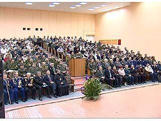 Офицеры, солдаты, призывники и родители собрались на традиционную встречу