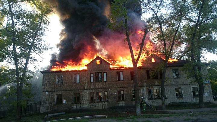 Кто поджёг уже пять домов на улице Ленинградской?