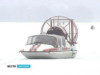 Оказаться в ледяной воде - этот риск воронежских рыбаков не пугает