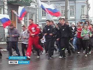 """Около 200 бутурлиновцев поддержали международную акцию """"Своими силами"""""""