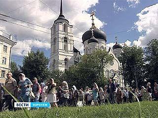 Около 5 тысяч православных отправились Крестным ходом из Воронежа в Задонск