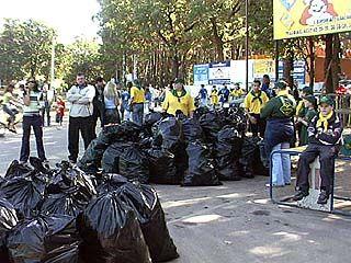 Около ста человек вышли на уборку леса