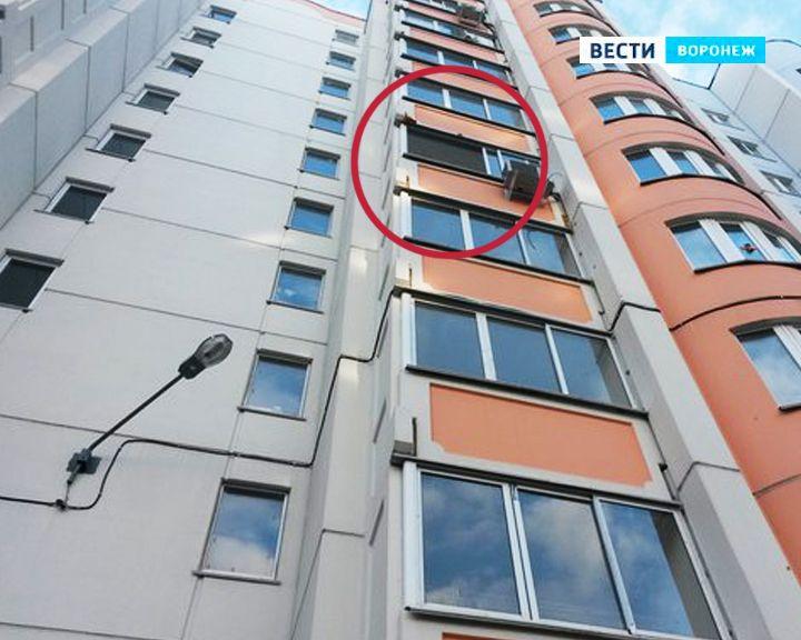 Опасная высотка. В Воронеже дом на Шишкова продолжает сбрасывать окна