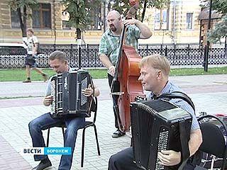 """""""Open-air"""" воронежской филармонии: популярные ритмы в Кольцовском сквере"""