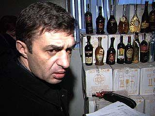 Оперативники обнаружили 50 000 бутылок вина