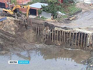 Оползни на склоне набережной в районе Чернавского моста происходят не из-за стройки