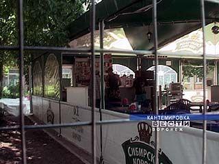 Отдых не по-детски: в Кантемировке возле Дома культуры продают пиво