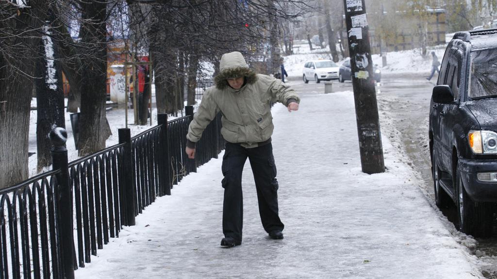 Воронежские cотрудники экстренных служб предупреждают огололеде