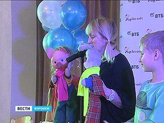 Палаты тяжело больных детей в Воронеже навестили Хрюша, Степашка и Каркуша