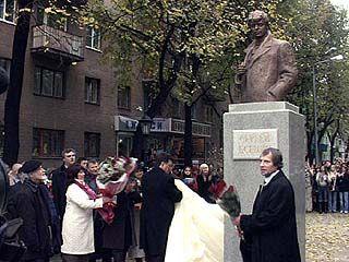 Памятник Есенину открыли в Воронеже