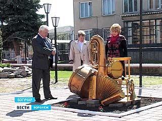 Памятник музыкальным инструментам появился в Богучаре