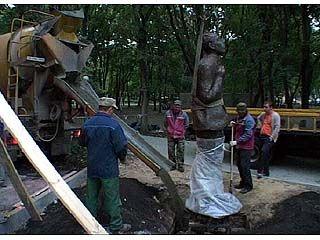 Памятник Осипу Мандельштаму установили в Воронеже