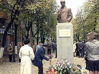 Памятник Сергею Есенину появился в Воронеже ровно год назад