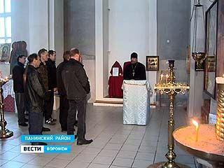 Панинские неплательщики алиментов отрабатывают повинность в храме